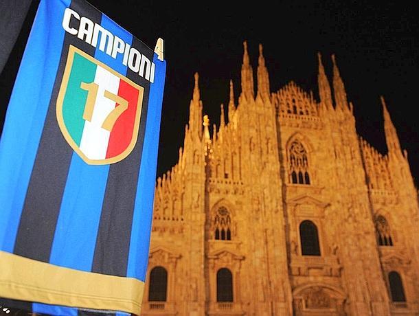 E' festa in piazza del Duomo a Milano per lo scudetto n. 17 dell'Inter. Ansa